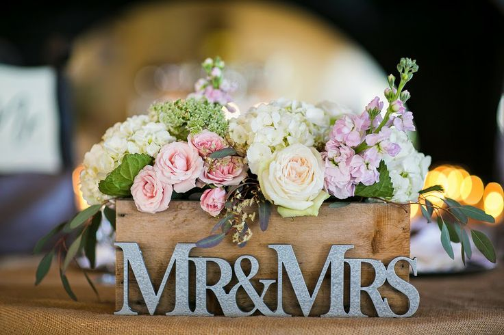 flowers-in-wooden-box-wedding-centerpiece-with-mr-and-mrs
