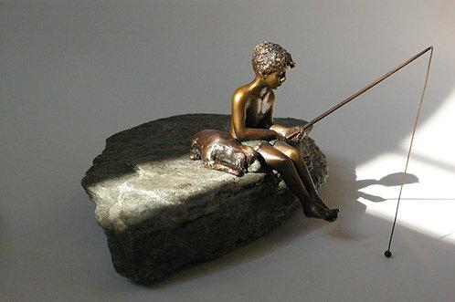 Sculpture d'un pêcheur et son chien-Bronze de Andrée Marcoux-art animalier