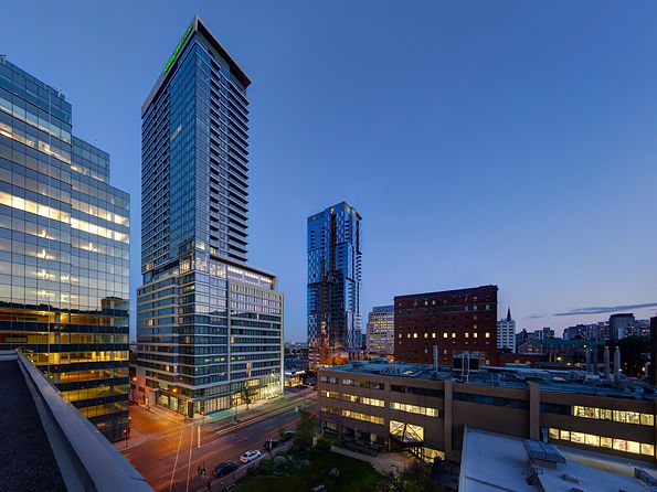 holiday-inn-hotel-and-suites-montreal-58