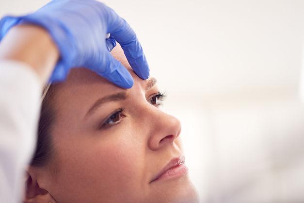 beautician-or-doctor-preparing-female-pa