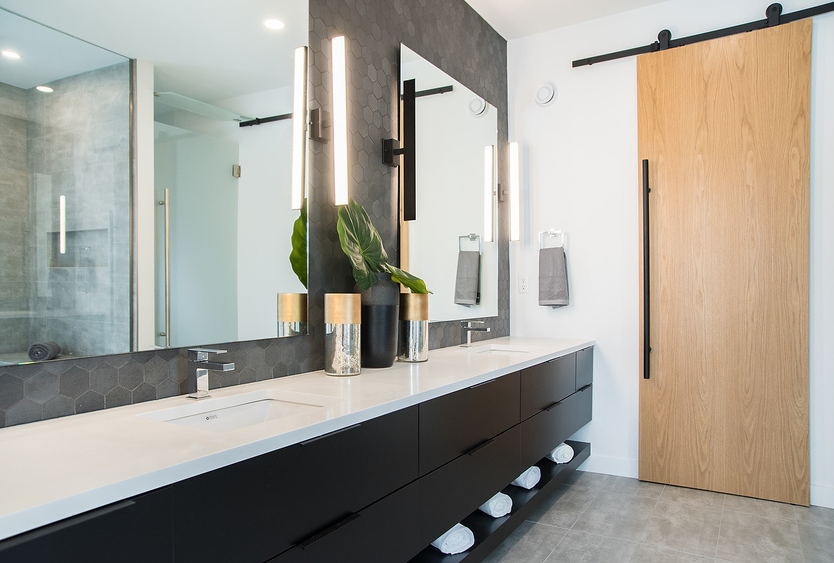 Master Ensuite Sliding Door