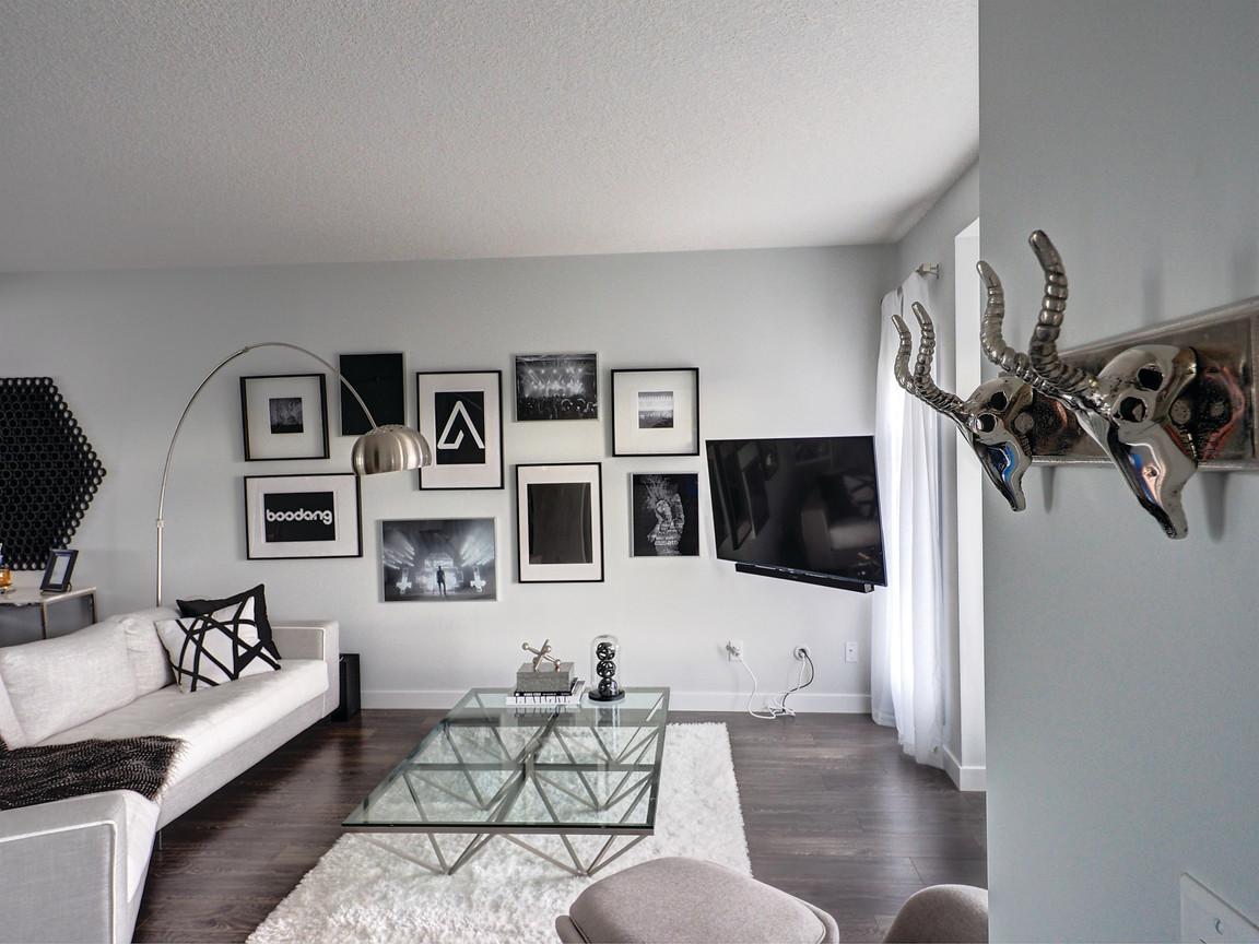 Foyer Coat Hanger
