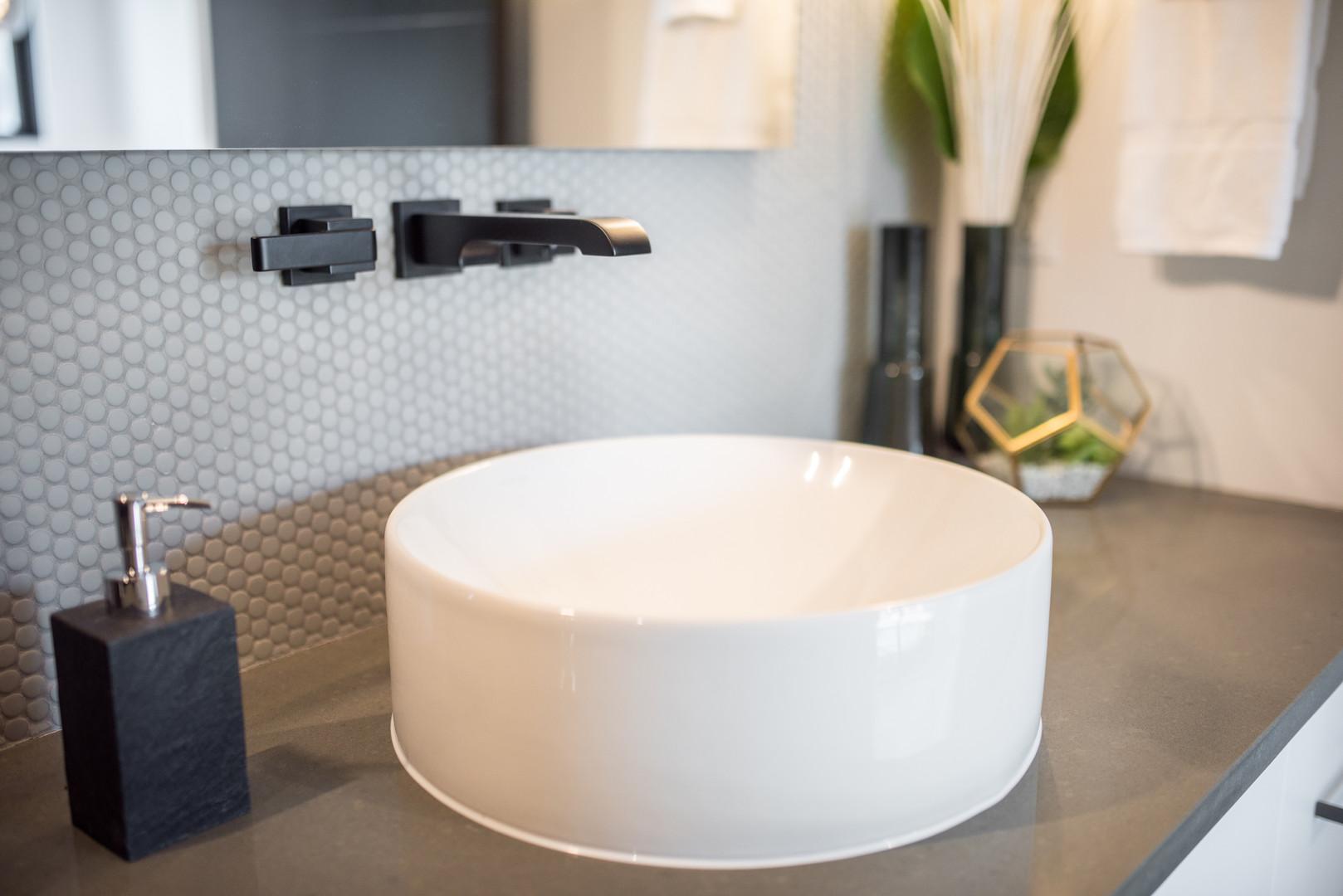 Bathroom Round Sink & Black Taps