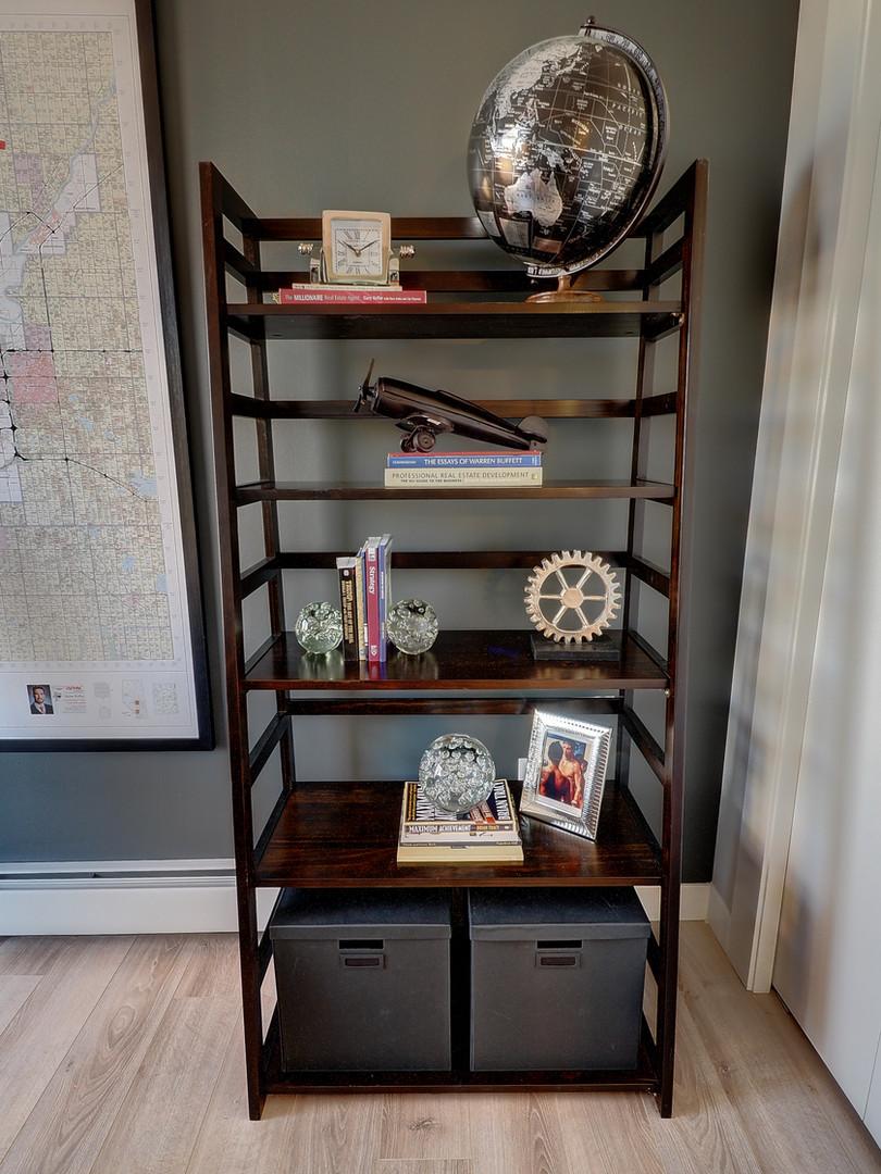 Den Bookshelf Right