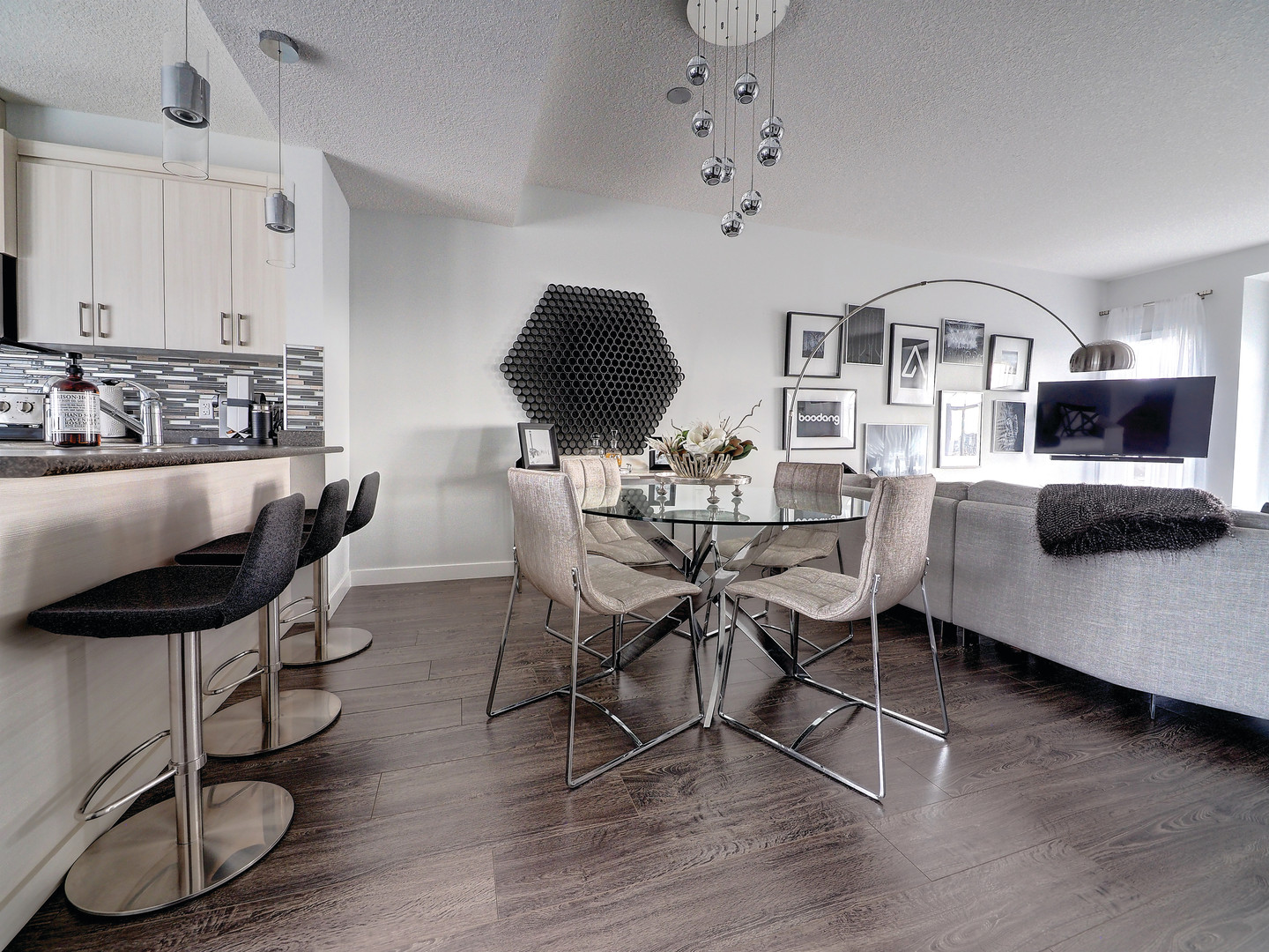 Kithen & Dining Room