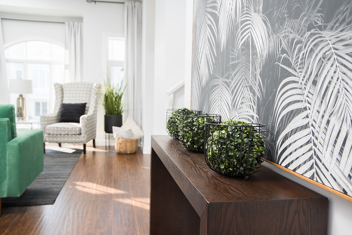 Dining Room Wall Table & Decor