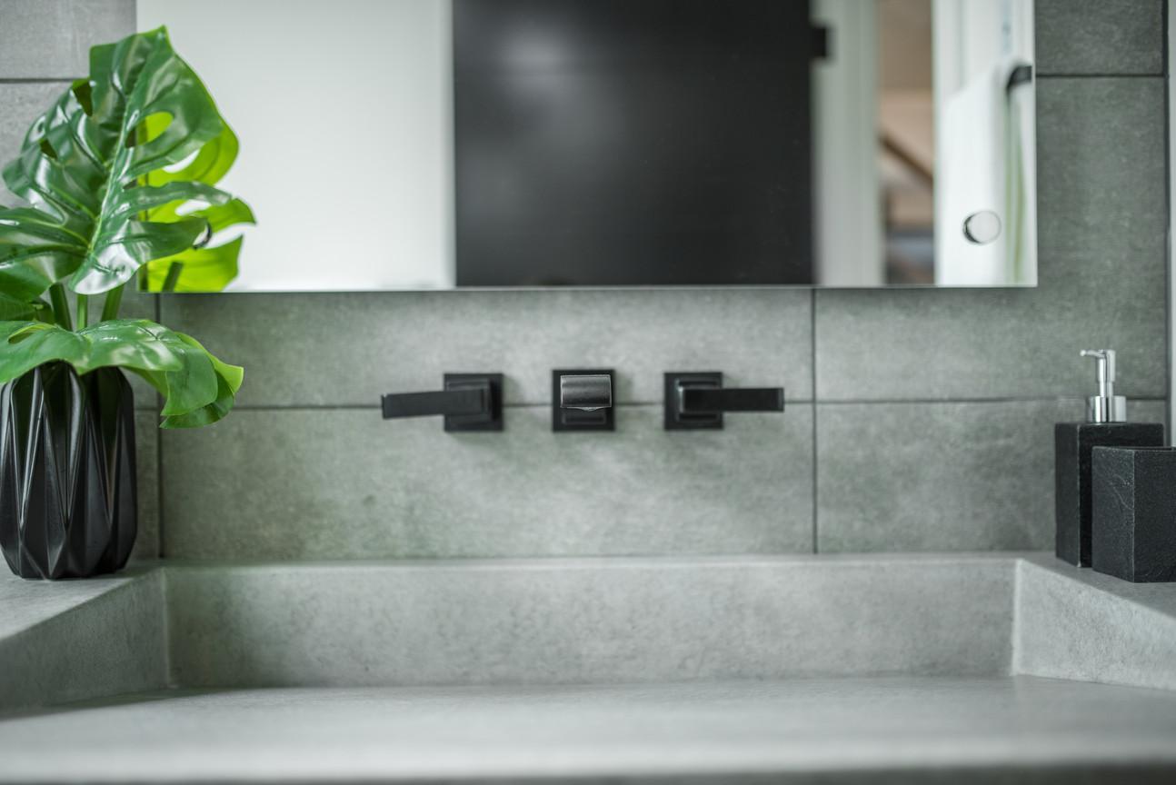 Bathroom Moulded Sink & Black Taps