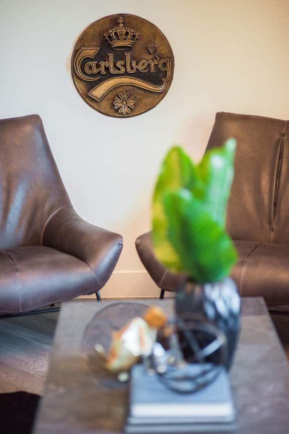 Office Leather Chairs & Decor