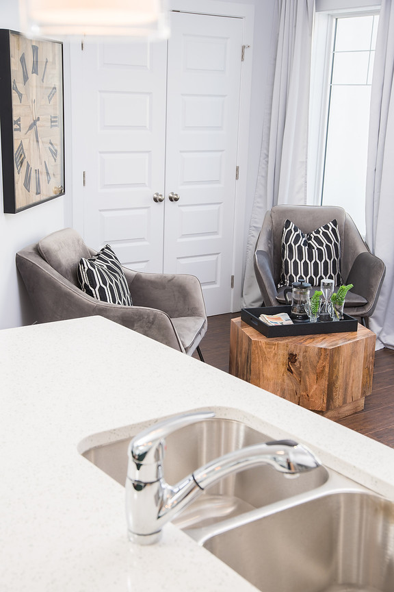 Kitchen Counter & Seating Area
