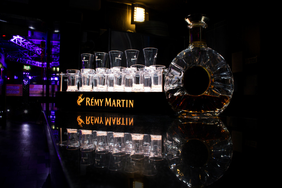 RÉMY MARTIN light up tray and shot glasses