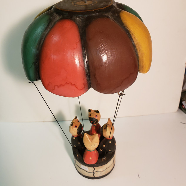 4 Cats in balloon
