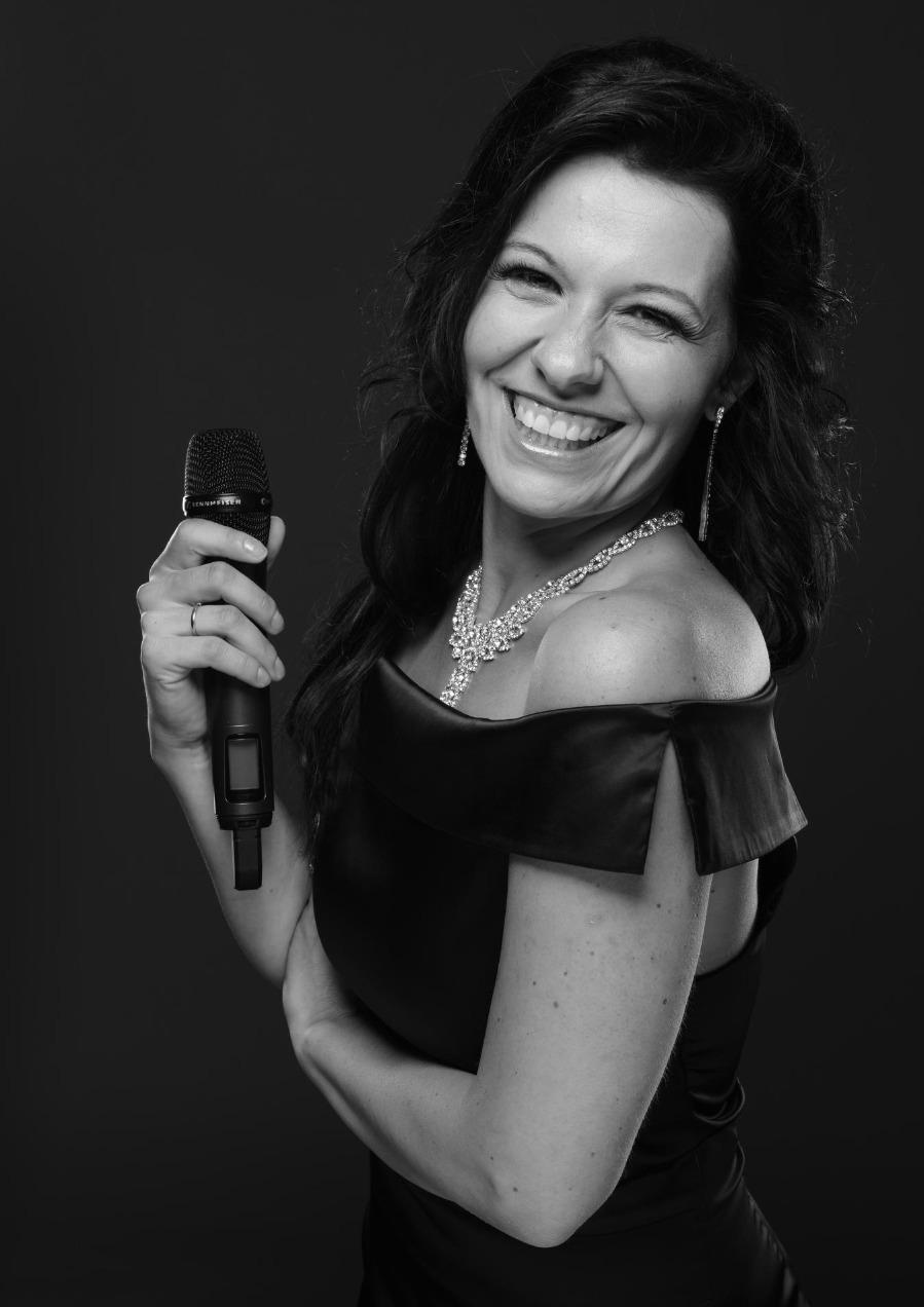 Jennifer Eder- die Stimme mit Gefühl