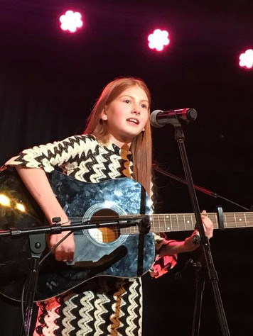 Teenage singing and guitar lessons for girls Glasgow