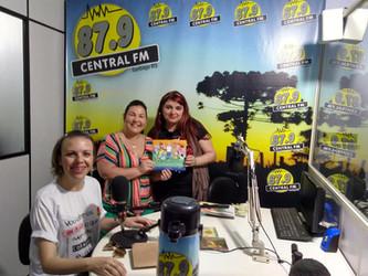 Angélica Rizzi é entrevistada na Rádio Central FM de Santiago