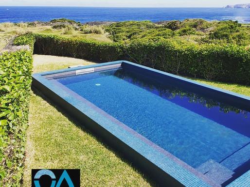 A resistência de uma piscina de betão com duplo isolamento térmico