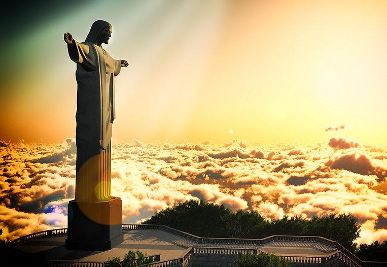 Por do Sol no Cristo Redentor, Floresta da Tijuca. Ele pode ser visto a partir de vários trail running tours e hiking tours oferecidos pela Rio Running Tour, no Rio de Janeiro.