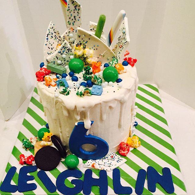 #dripcakes #chocolate #cake #swissmeringuebuttercream #whitechocolatebark #gumballs #sixlets #candyc