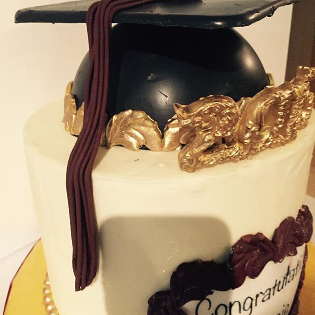 #chocolate #graduation cap #gilded #gold #vanillabeancake