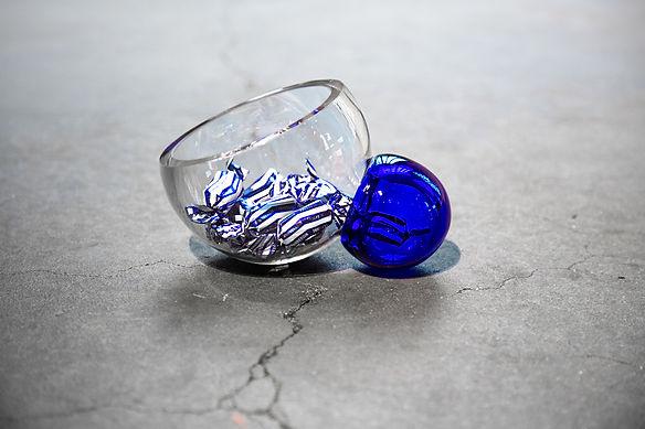 Bubblo (sinivalkoinen). Design Camilla M