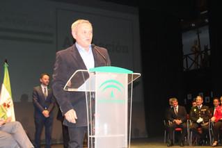 La Asociación AlVelAl recibe la Bandera de Andalucía