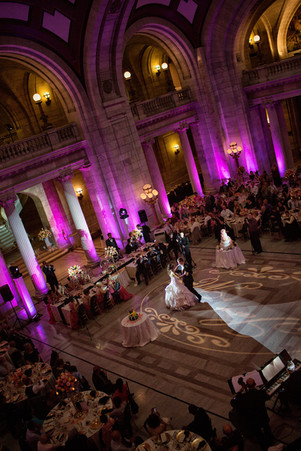 old-cleveland-courthouse-couple-dancing.
