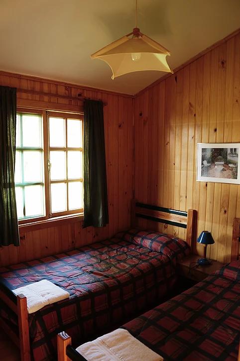 cabaña-dormitorio-canelo.png