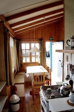 cabaña-cocina-con-comedor-canelo.png