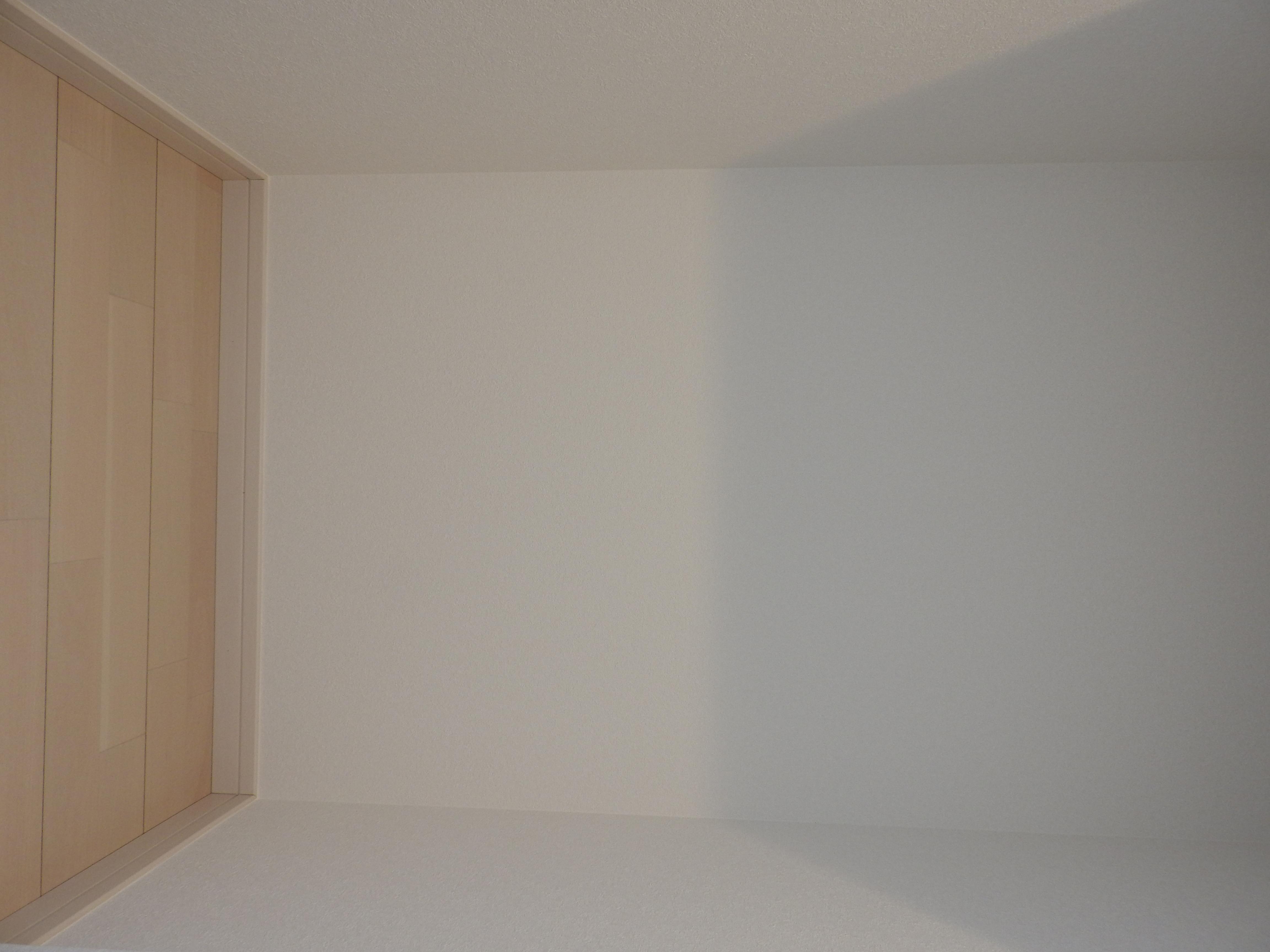 2階廊下収納内部