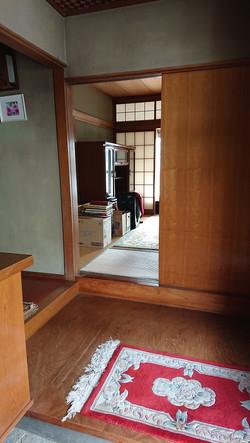 玄関から和室