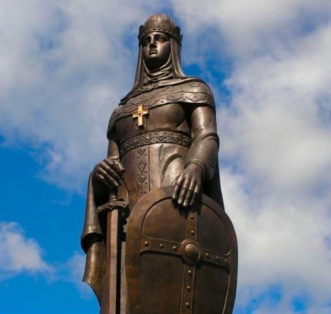 памятник княгине Ольге во Пскове