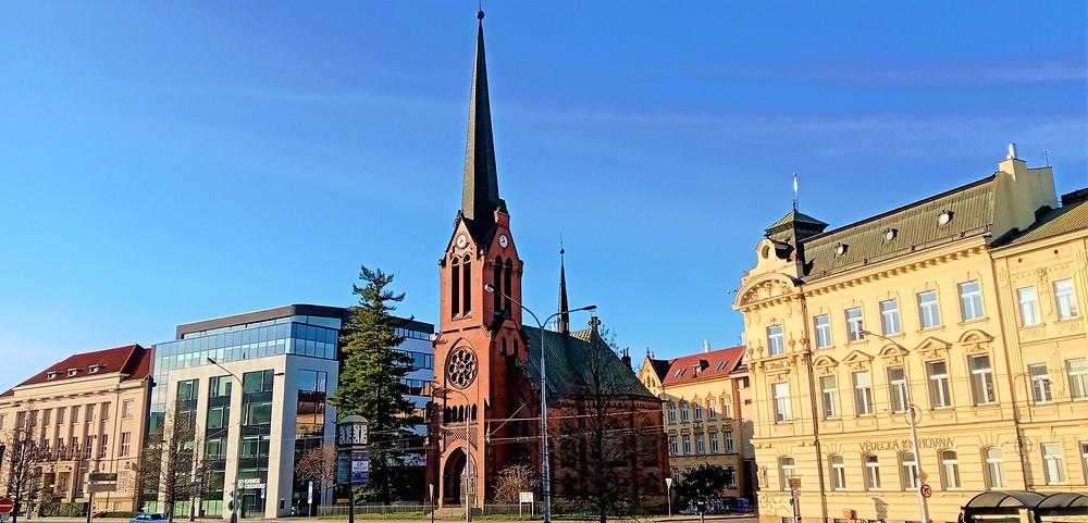 Červený kostel v Olomouci vychází stavebně ze severoněmeckých gotických tradic