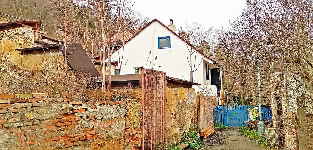 Dělnická osada Buďánka je dnes vesnickou památkovou rezervací a místní nadšenci bojují o její záchranu