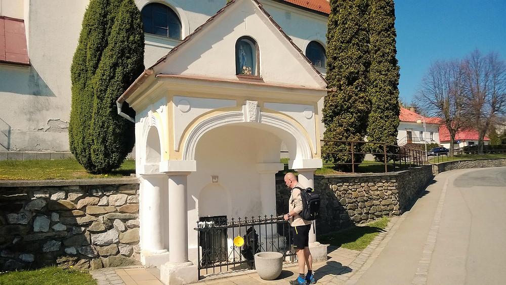 Vývěr zázračné vody u kostela Navštívení Panny Marie v Jednově