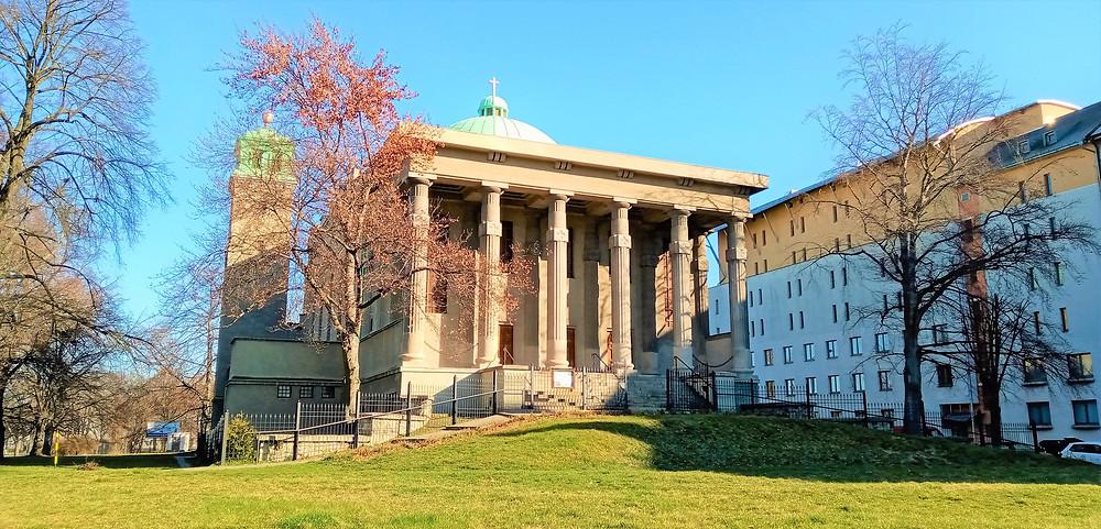 Jedna z nejokázalejších olomouckých církevních staveb - Husův sbor připomíná spíše antický chrám