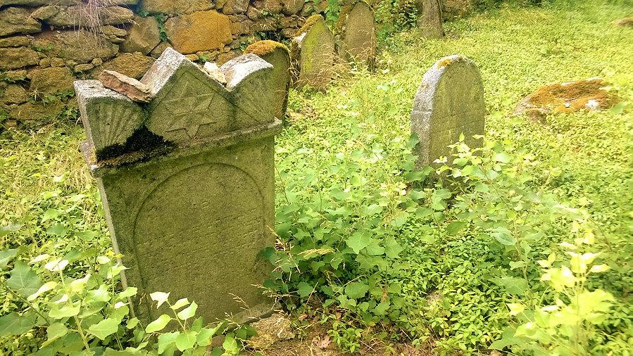 Zbytek náhrobků na židovském hřbitově St