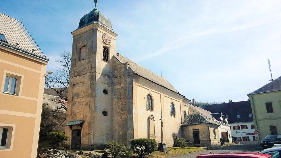 Kostel svatého Mikuláše v Mikulově.jpg