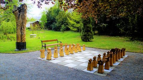 Zahrajeme si šachy v arboretu v Bílé Lhotě?