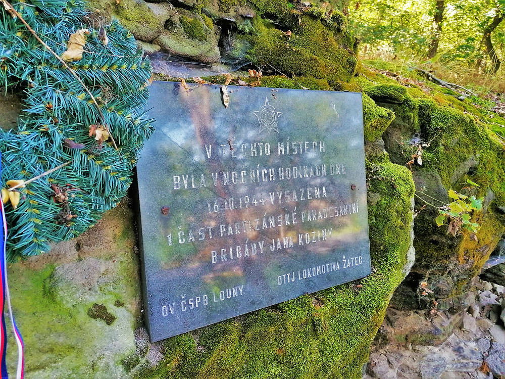 Pomník výsadku 17 partyzánů u obce Lipno