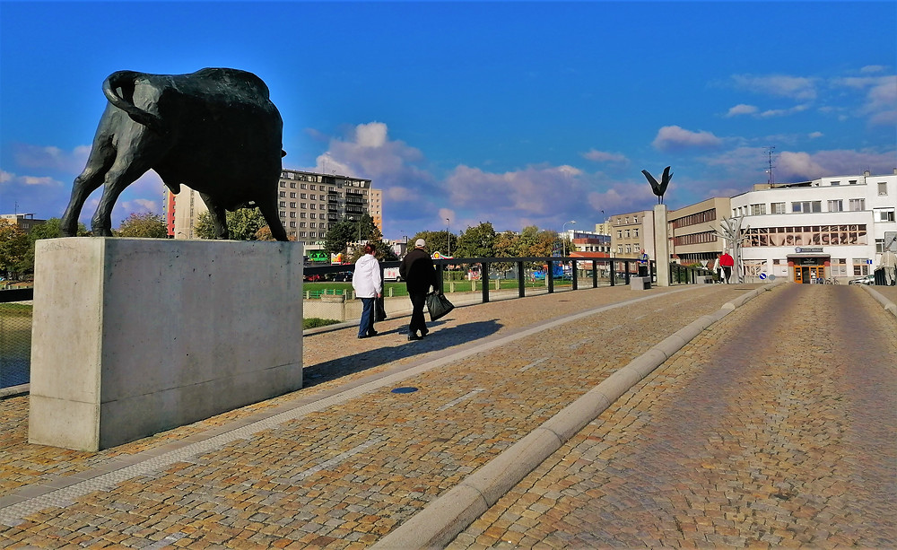 Tyršově mostu v Přerově vévodí socha býka