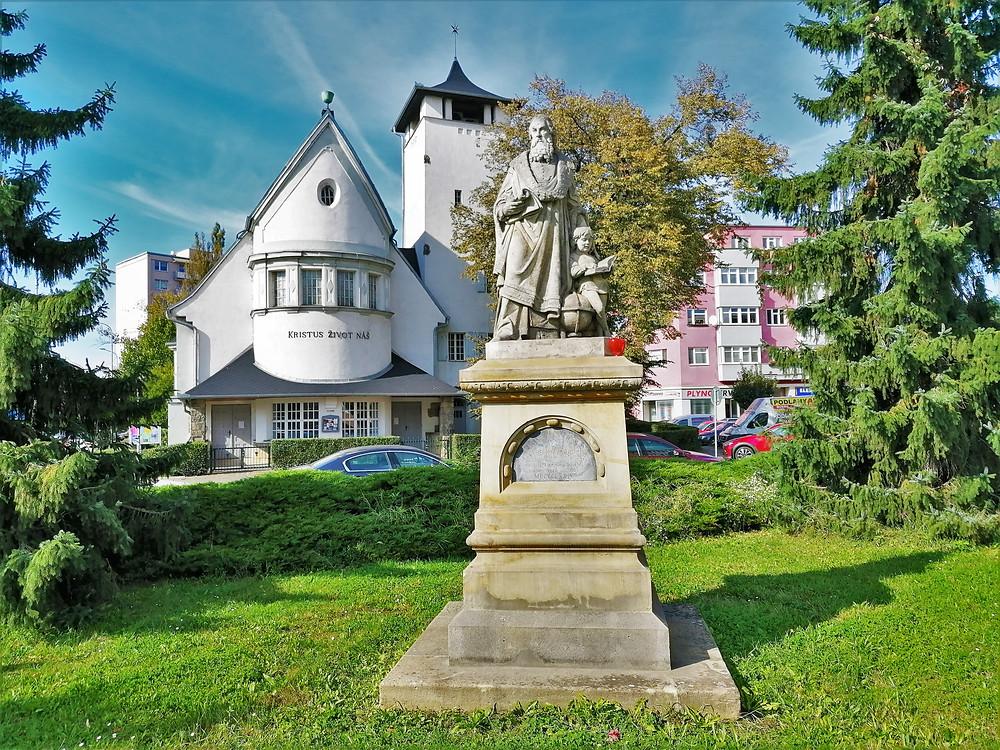 Socha Jana Amose Komenského v Přerově je nejstarší sochou Učitele národů na Moravě
