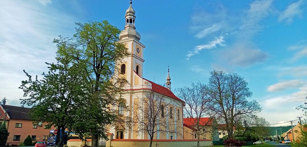 Pohled z Městské věže na kostel svaté Kateřiny v Chomutově