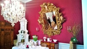 Červený salonek na zámku v Náměšti na Hané