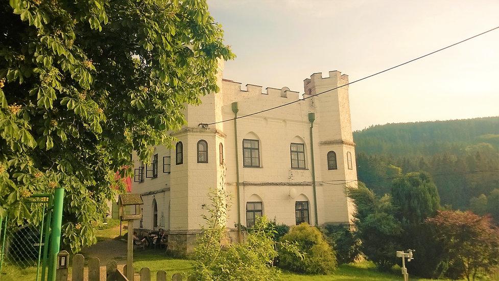 Lovecký zámeček Záluží v Pohorsku.jpg