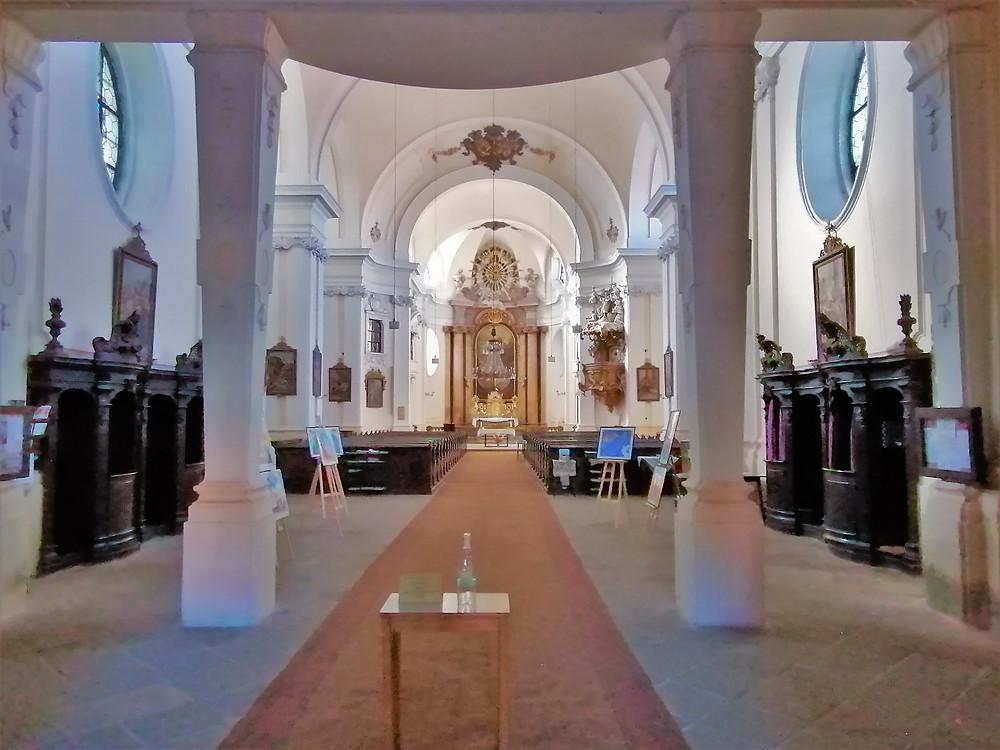 Interiér kostela Nanebevzetí Panny Marie v Postoloprtech