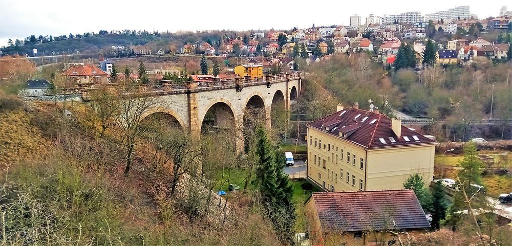 Severozápadní viadukt je součástí Pražského Simmeringu