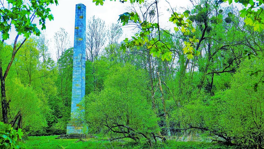 Obelisk byl vystavěn v lokalitě PP Pod Templem v roce 1808 u příležitosti velké rekonstrukce zámku Nové Zámky po požáru