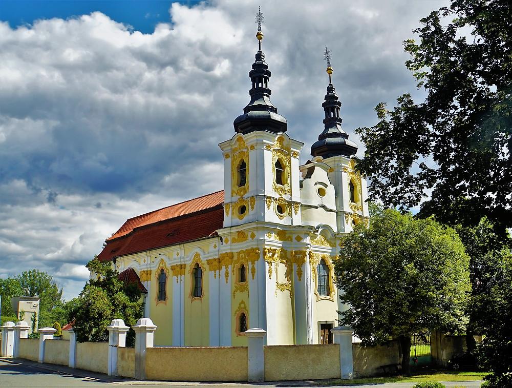 Kostel Všech svatých v Libočanech je jedním z nejrokokovějších kostelů u nás