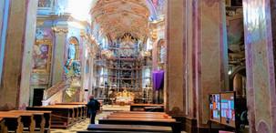 Interiér Baziliky Navštívení Panny Marie na Svatém Kopečku v Samotiškách u Olomouce