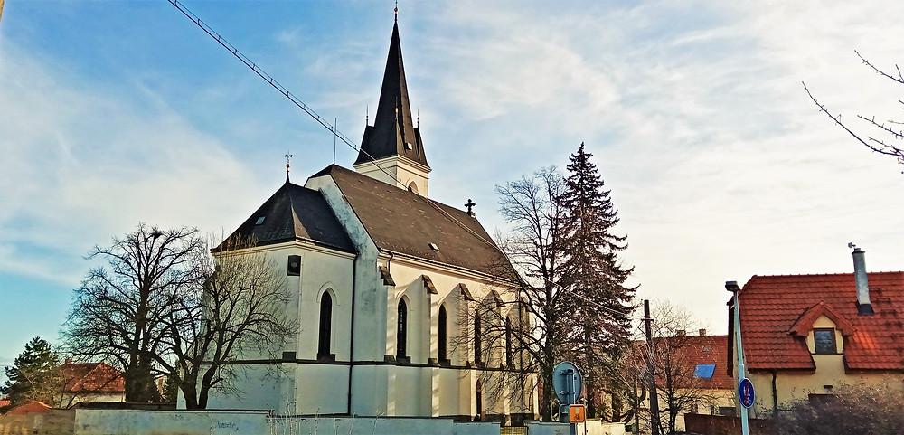 Kostel svatého Jakuba Staršího ve Stodůlkách byl vystaven v letech 1901-3 na místě bývalého románského kostela