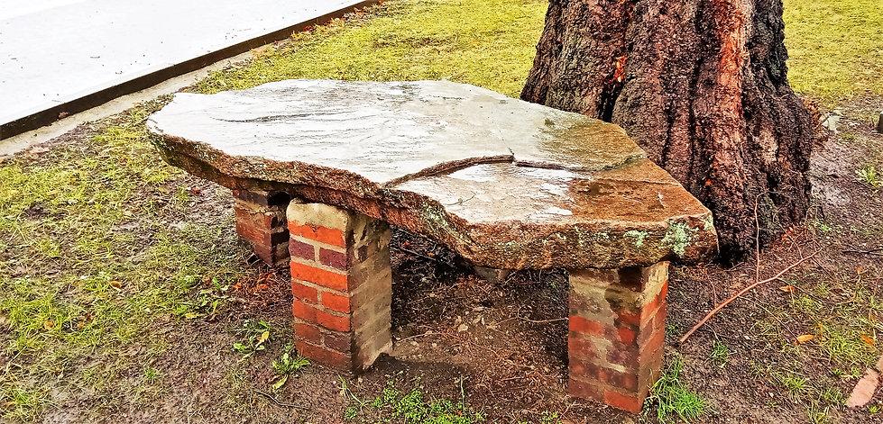 Kamenný stůl v Mstišově má neuvěřitelnou